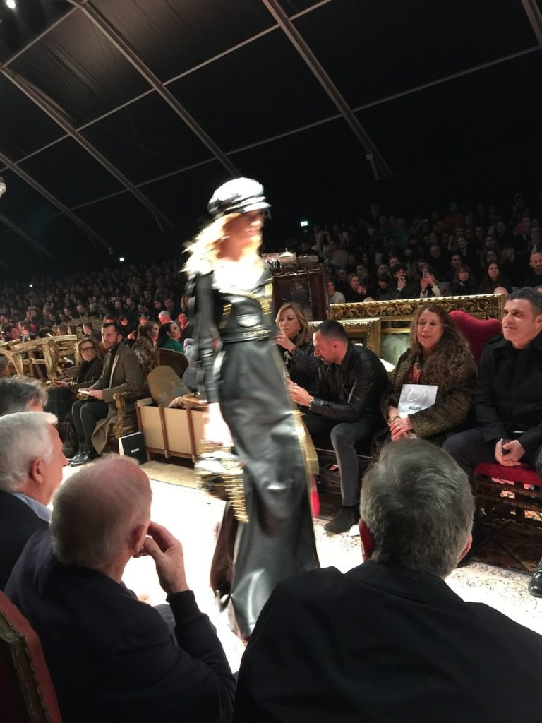 Great bows, chains and steaming dresses: Moschino fashion show