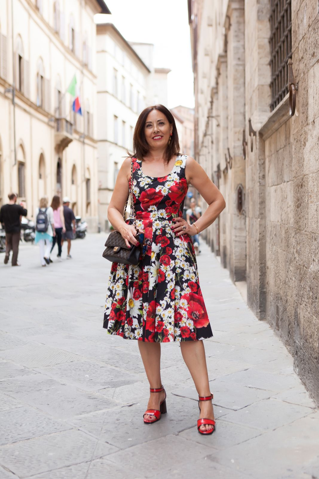 marni shoes - My dress is a flower garden - illesteva sunglasses, dolce gabbana flower dress, amle earrings, marni sandals. photo shooting in Siena - Not Only Twenty Fashion blog