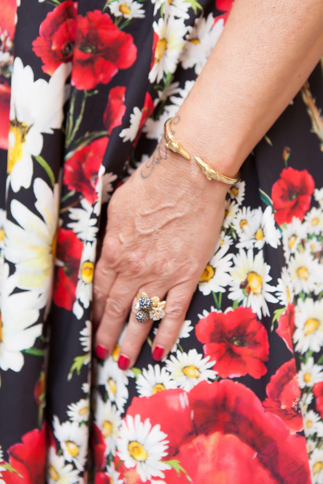 simone mencherini gioielli ring - My dress is a flower garden - illesteva sunglasses, dolce gabbana flower dress, amle earrings, marni sandals. photo shooting in Siena - Not Only Twenty Fashion blog