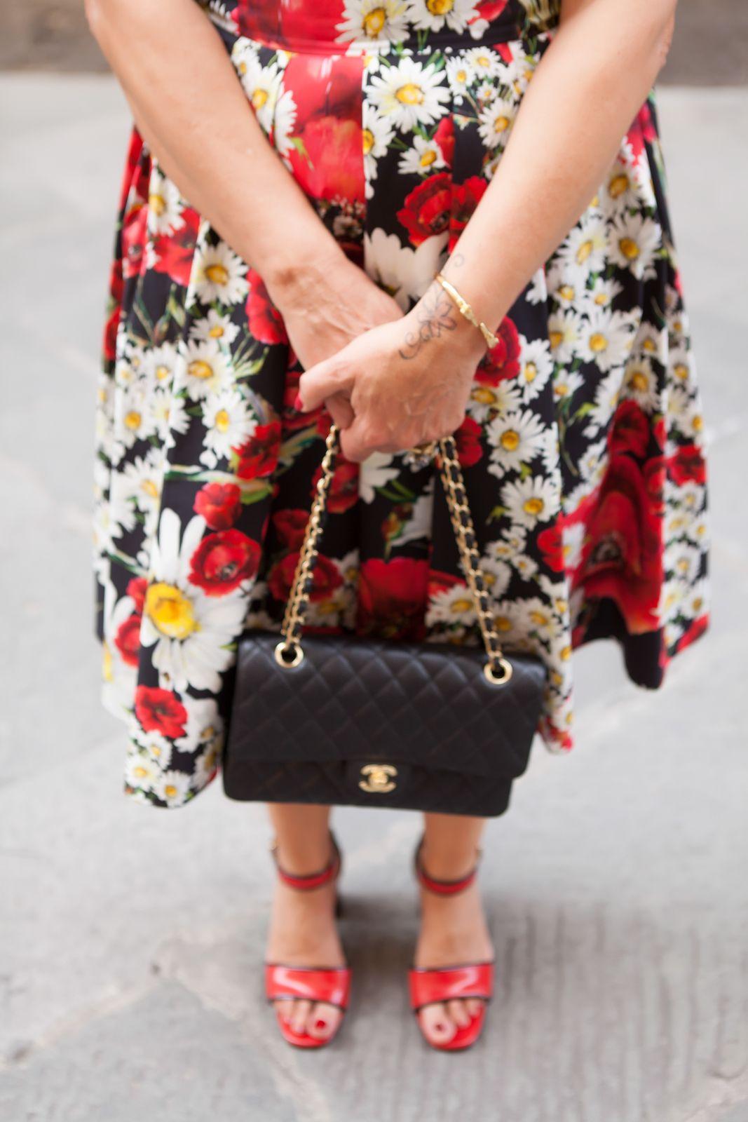 mani sandals, My dress is a flower garden - illesteva sunglasses, dolce gabbana flower dress, amle earrings, marni sandals. photo shooting in Siena - Not Only Twenty Fashion blog