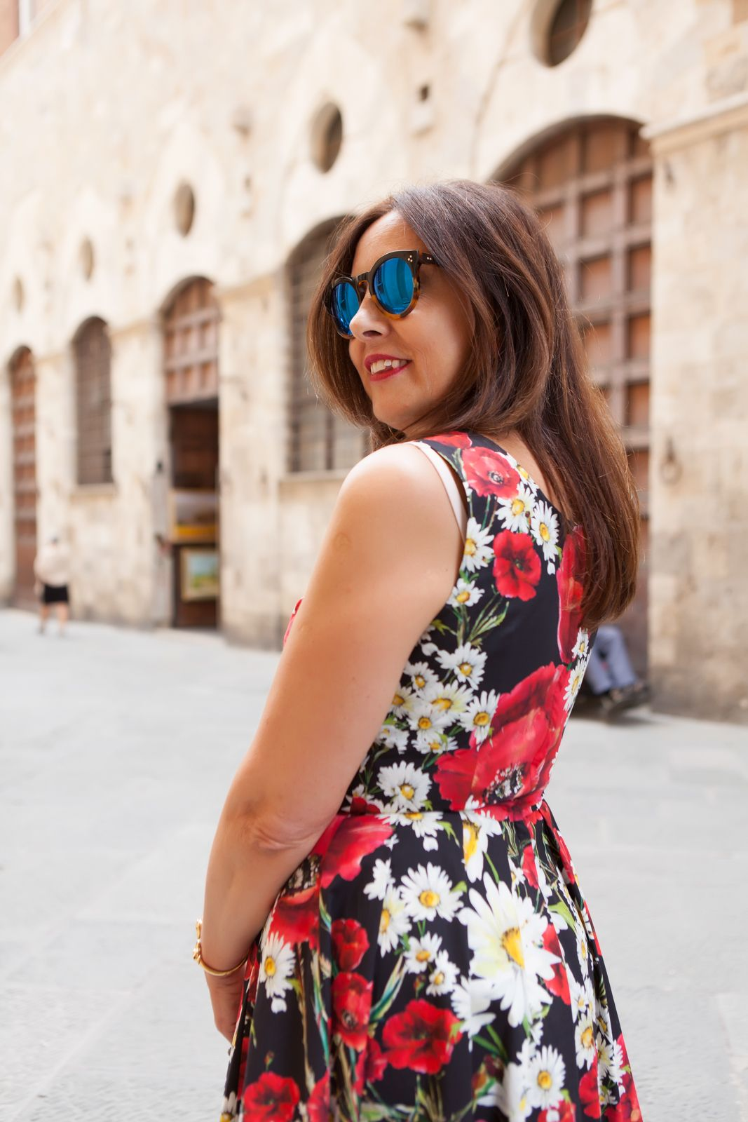 illesteva sunglasses, dolce gabbana flower dress. photo shooting in Siena - Not Only Twenty Fashion blog