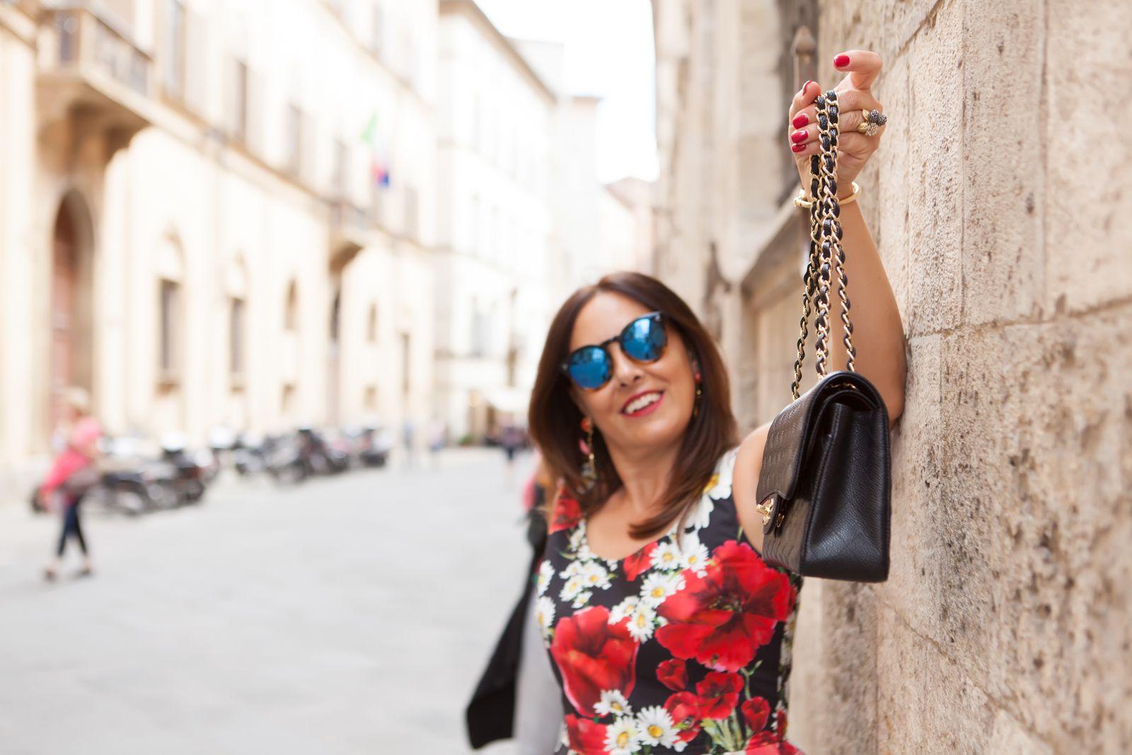 illesteva sunglasses, dolce gabbana flower dress, chanel bag. photo shooting in Siena - Not Only Twenty Fashion blog