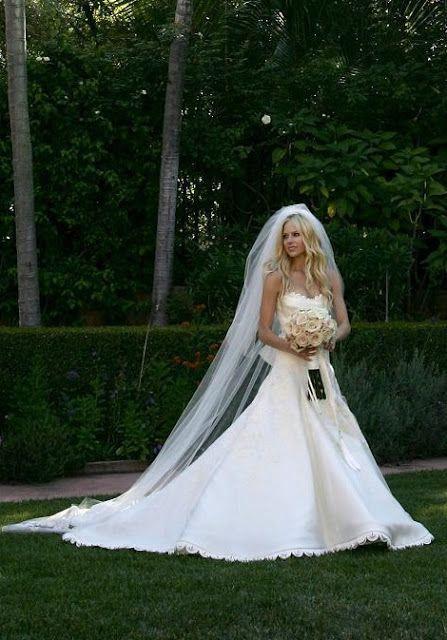 Avril Lavigne Bridal Dress – fashion dresses