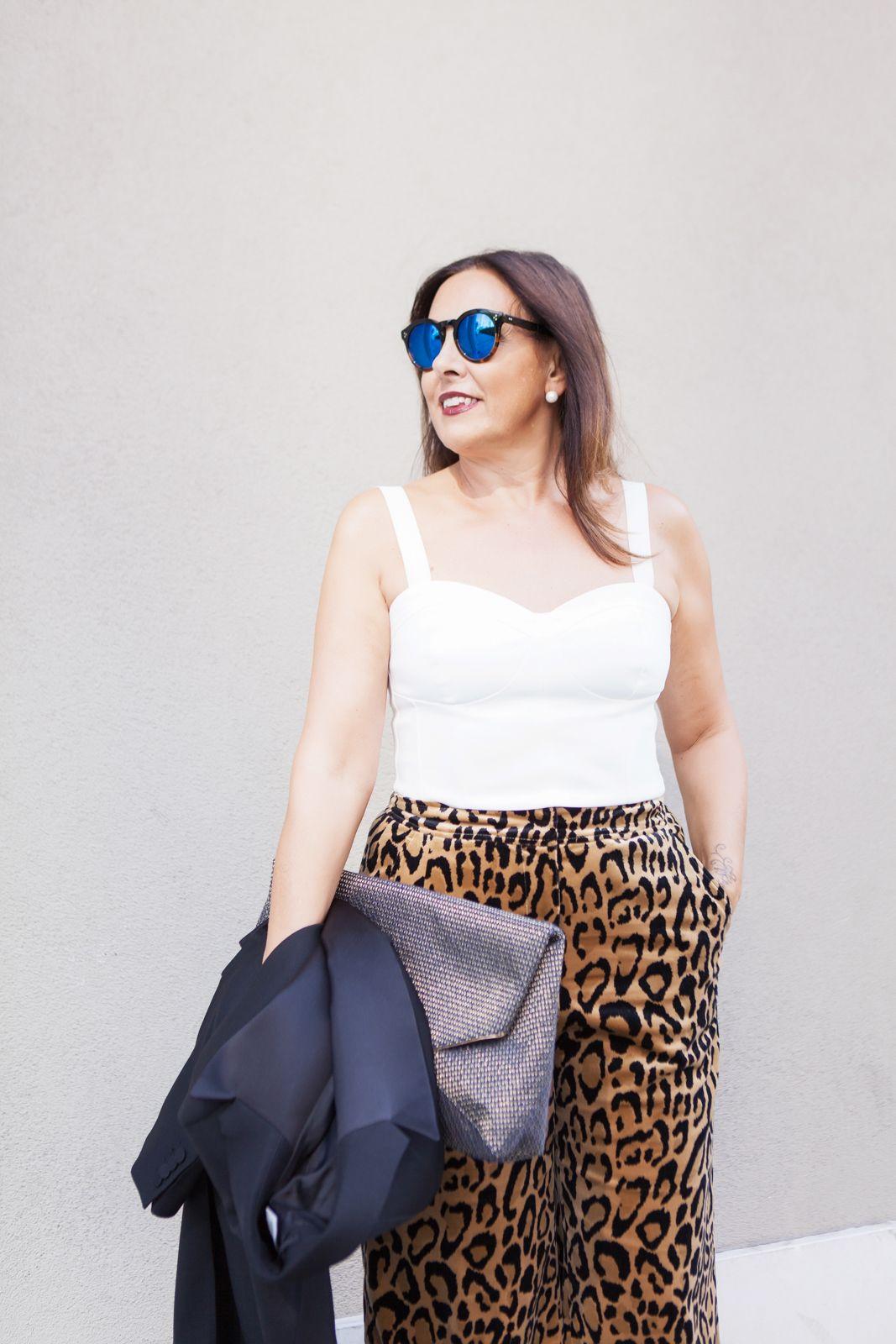 tail coat leopard print