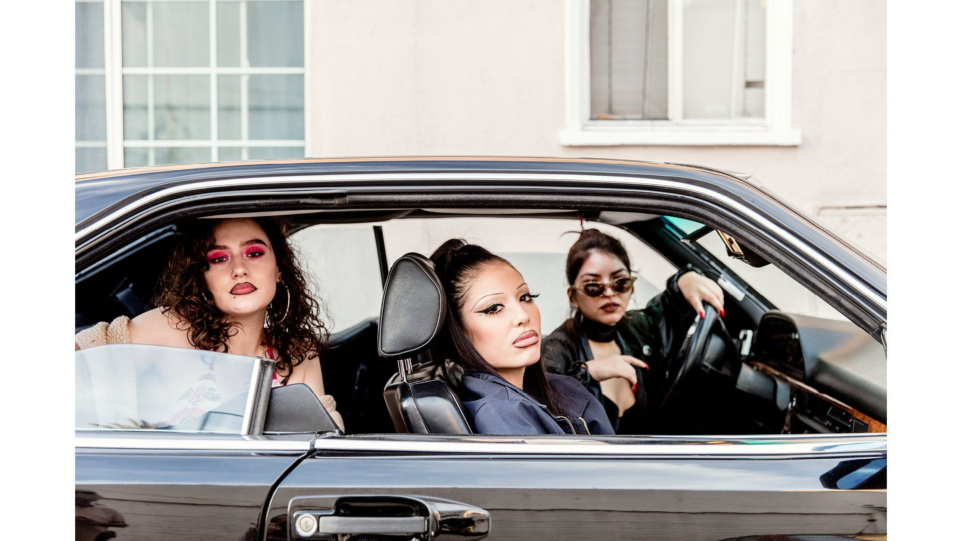 "American Women ""Latinas in Los Angeles"" - Salina Zazueta-Beltrán, Isabella Ferrada, and Victoria Valenzuela in East Hollywood. ph Stefan Ruiz, 125 anniversary Vogue US - Not Only Twenty, fashion blog over 40"